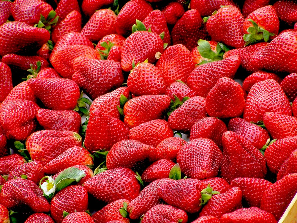 fresh strawberries for Effects of Natural and Artificial Sweeteners on your Body